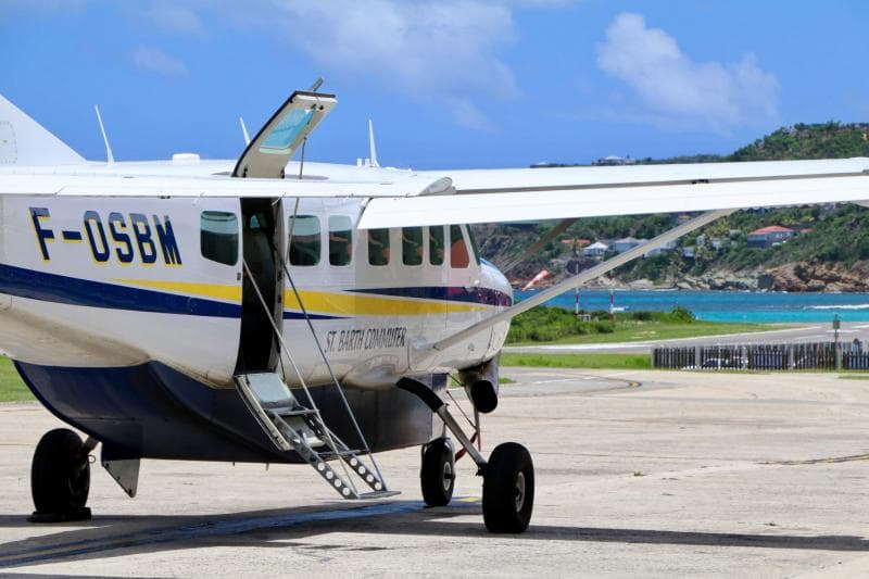 aircraft flying in St Barts